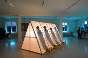 "POST galerija pristato taktilinę garso ir šviesos instaliaciją ""Always an I, Never a One"""
