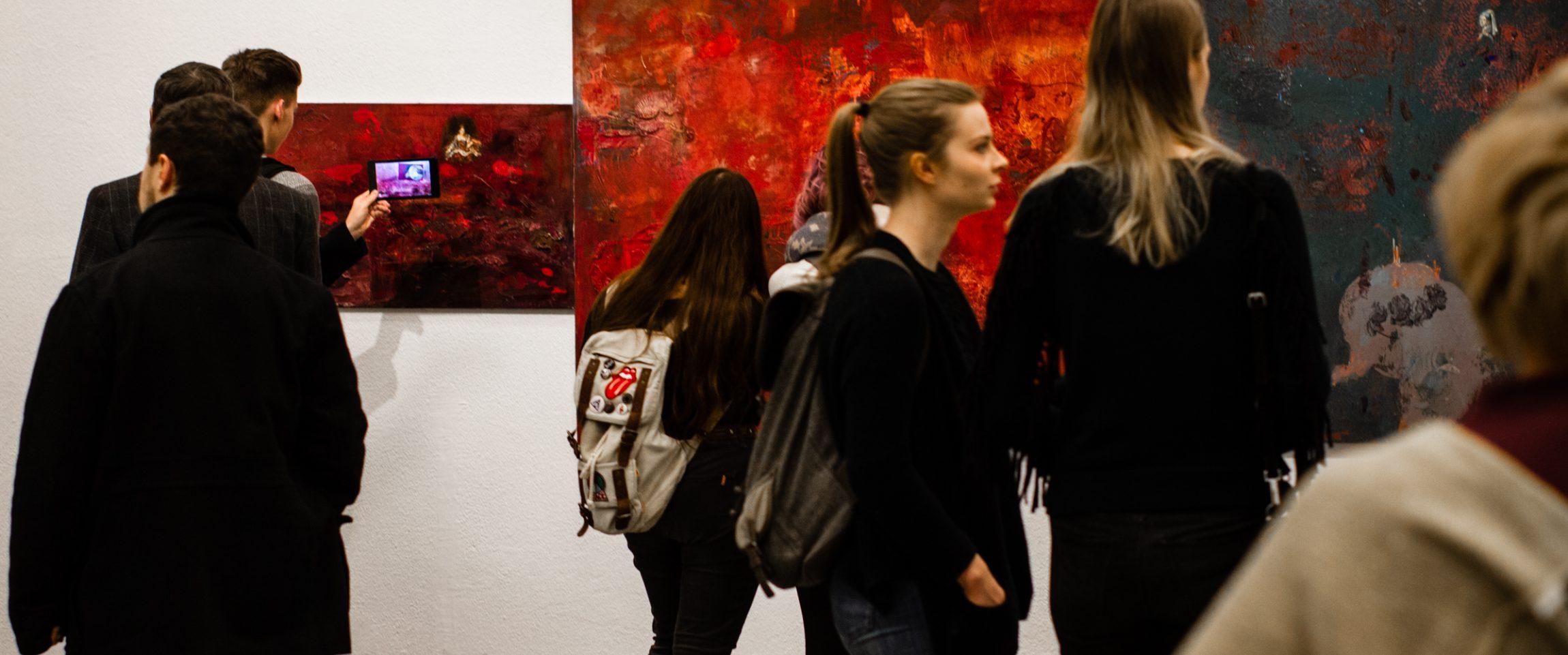 """Iš savo ribų išėjusi tapyba I. Leščinskaitės parodoje """"Tapyba. Šiuolaikinės technologijos"""""""