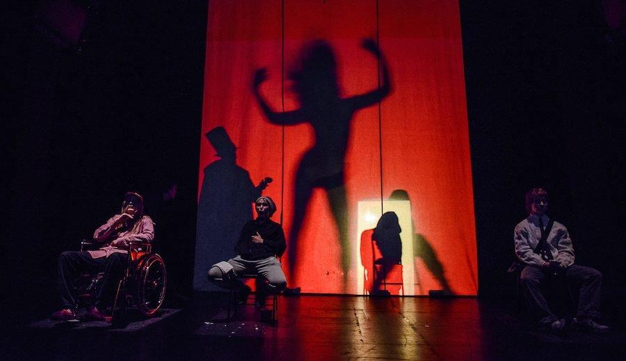 """Pro rakto skylutę – neįgaliųjų gyvenimas A. Veverskio spektaklyje """"Luošiai"""""""