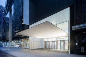 MoMA siūlo mėgautis šiuolaikiniu menu ir plėsti žinias iš namų