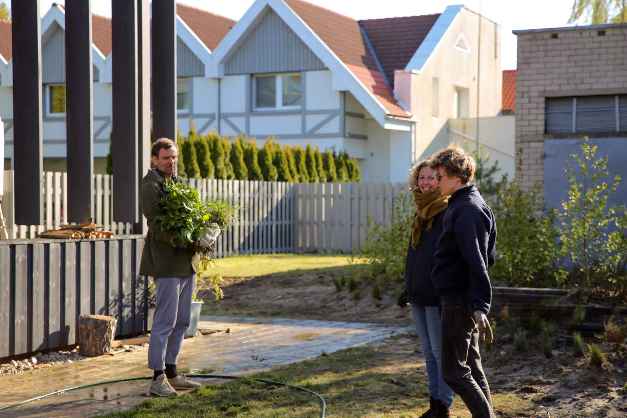 Nauji projekai Nidos meno kolonijoje (3): sodas kaip pokalbio paveikslas