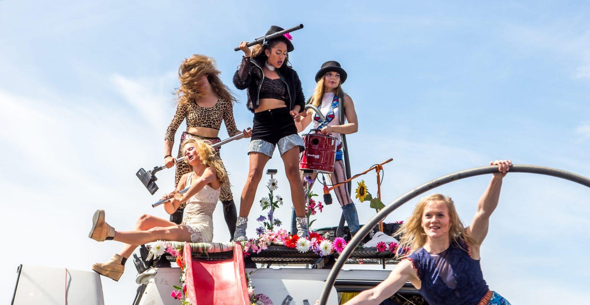 """""""Cirkuliacijos"""" svečiai iš Suomijos """"Sisus Sirkus"""": laužomi stereotipai ir žinia apie stiprias moteris"""