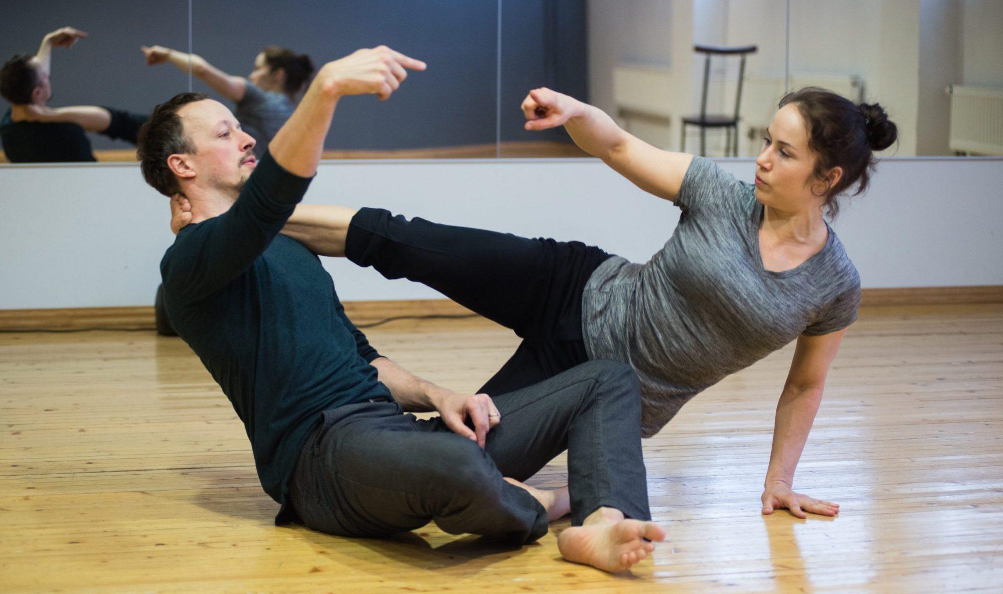 Choreografai Külli Roosna ir Kenneth Flak kviečia įsiklausyti į kūno siunčiamus impulsus