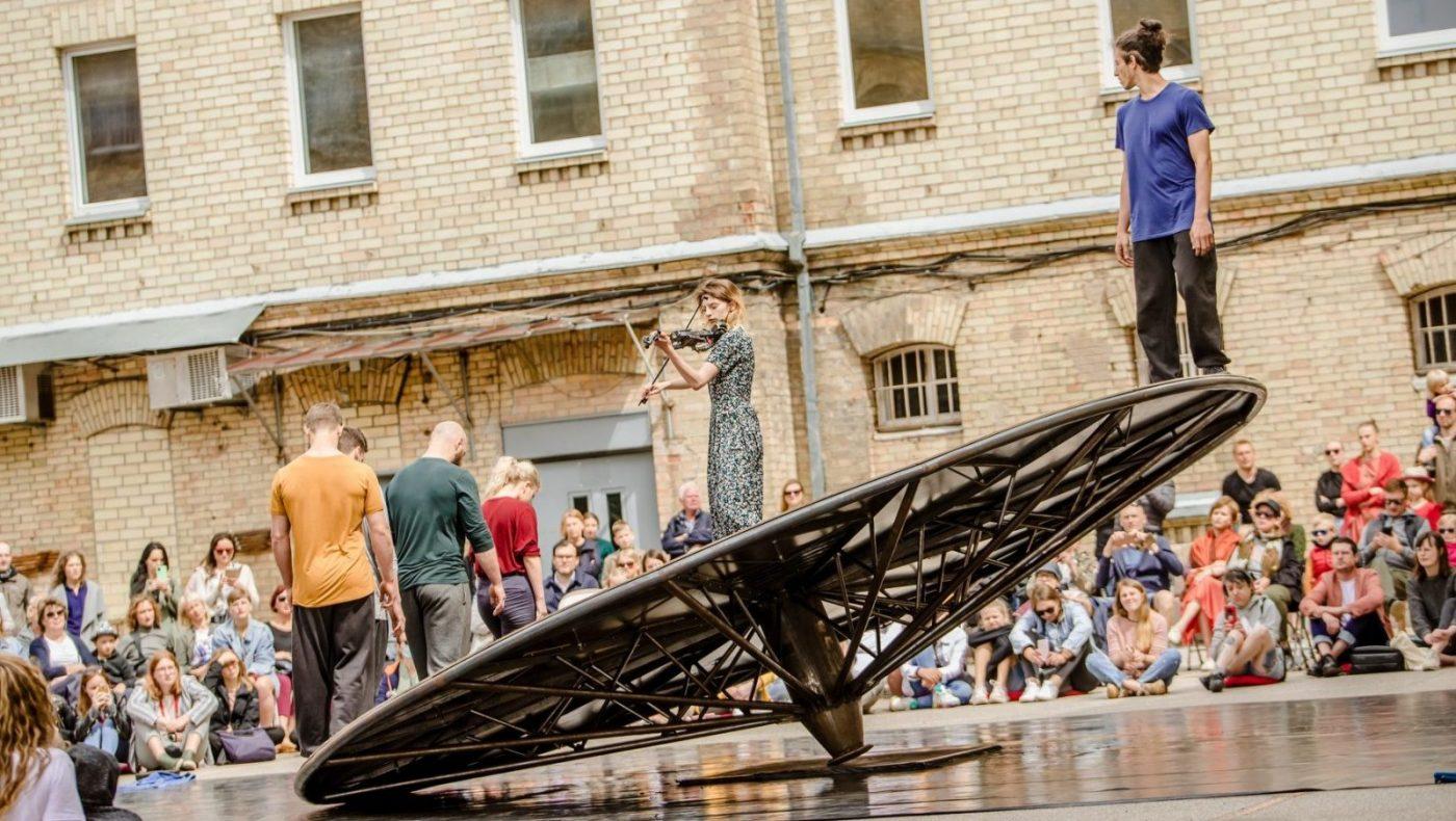 """Gatvės teatro festivalis """"SPOT"""" miestą pavers meninių žaidimų aikštele"""