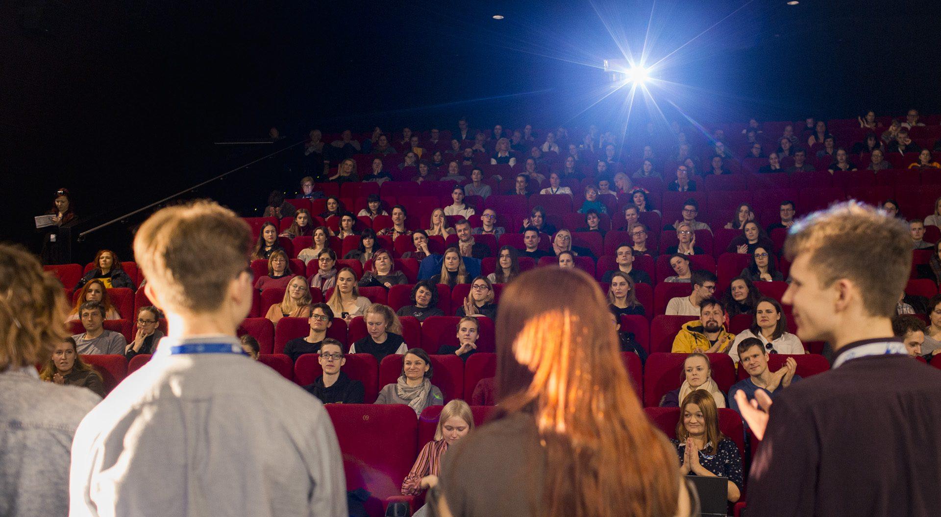 """""""Kino pavasaris"""" ir kino mokykla """"Youngblood"""" kviečia moksleivius dalyvauti konkurse"""