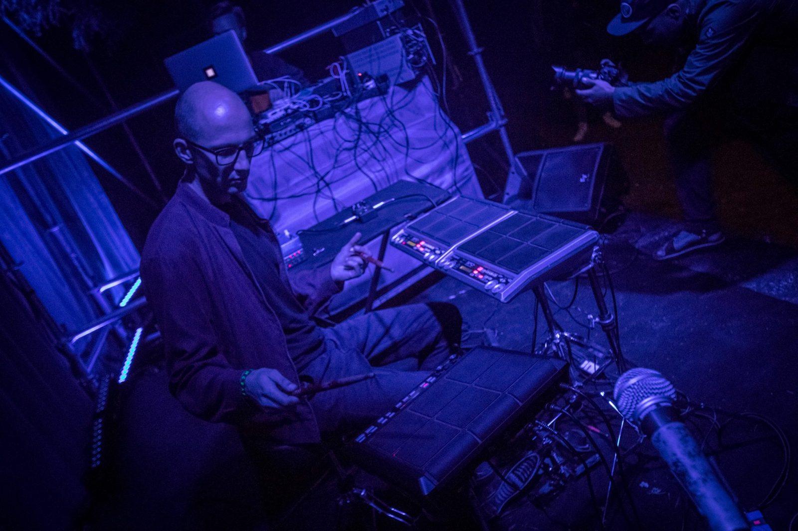 """Audiovizualiniame festivalyje """"ISLA to ISLA: AXON"""" – gongai, indų ragos ir elektronika"""